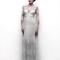 Vestido de novia 2013 largo con mangas largas de encaje y detalles bordados inspirados en la naturaleza