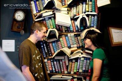 Ideas para una sesión fotográfica preboda: en una librería