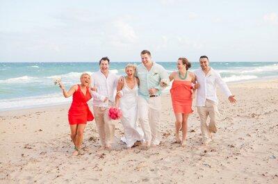 Real Wedding: Divertida boda en la playa con detalles en rosa y naranja