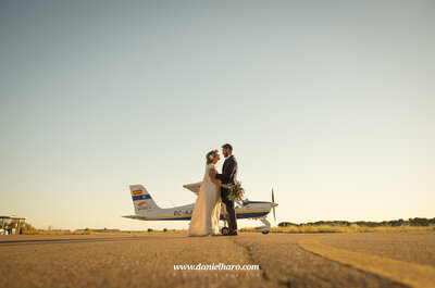 Un aeródromo, un festival food truck y una historia imperdible: la boda de Virginia y Alberto