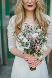 Ramos de novia silvestres: encuentra el tono ideal para ti