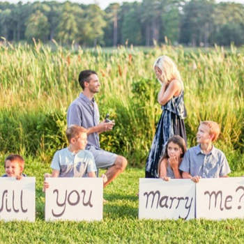 Yes, Yes, Yes: a beautiful gallery of real proposals that will make you want to bend the knee