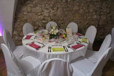 5 conseils pour placer ses invit s table pour le repas - Comment placer les verres sur une table ...