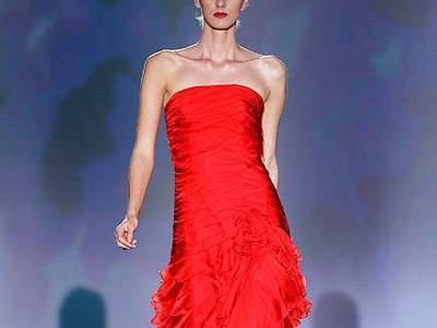 rote kleider f r hochzeitsg ste trends aus der barcelona. Black Bedroom Furniture Sets. Home Design Ideas