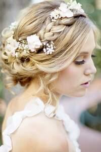 Se coiffer seule le jour du mariage : c'est possible !