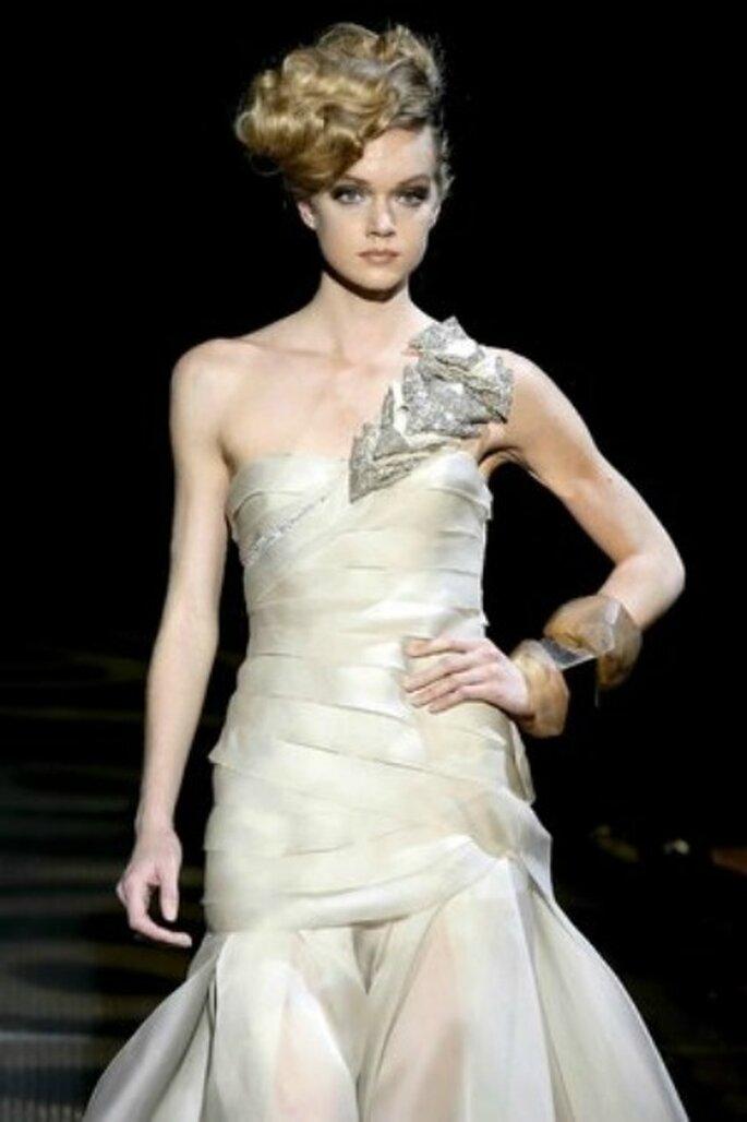 Kleid mit asymmetrischem Look der ganz großen Klasse - Minimal-chic-Stil von Armani 2011