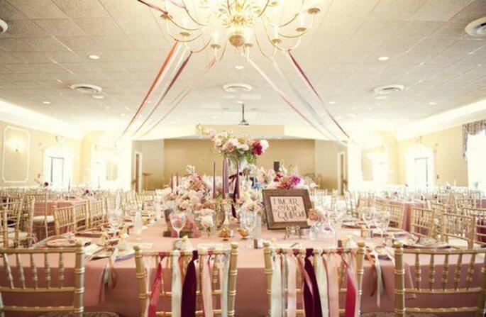 Des rubans sur vos chaises de mariage. -Source : Style me pretty