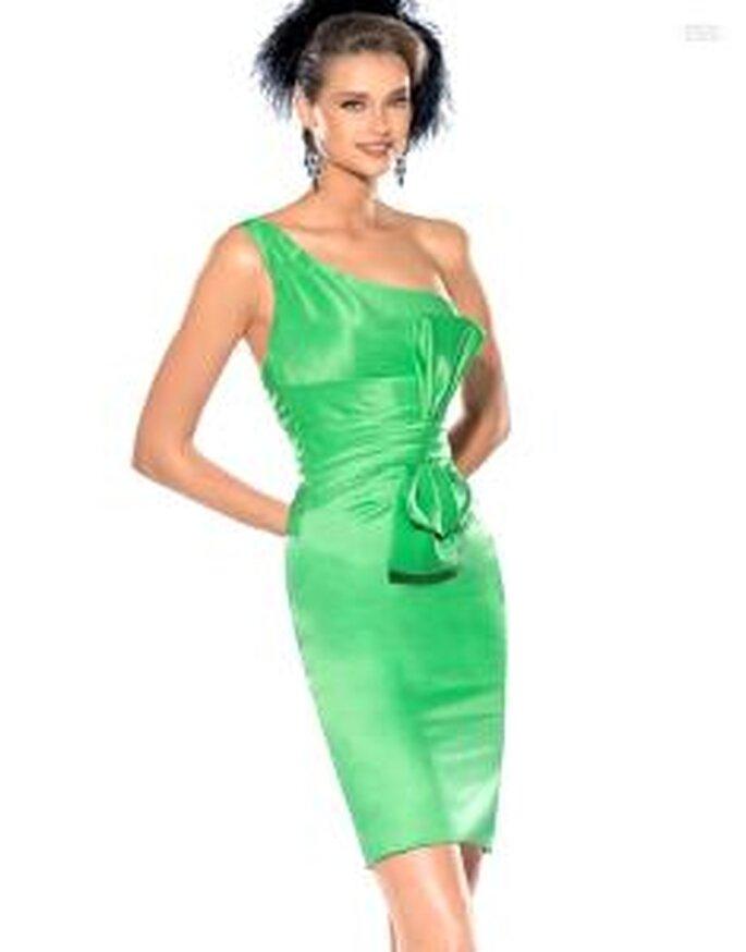 Pronovias Cóctel 2010 - Jorba, vestido corto verde en seda brillante, de escote transversal, cinturón grueso