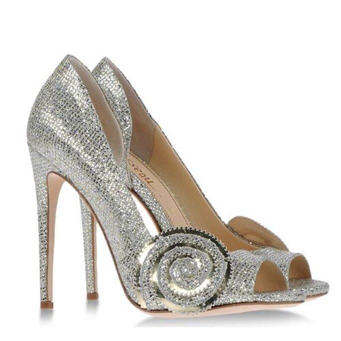 "Zapatos de tacón para novia en color plateado inspirados en ""Oz"" - Foto Jerome C. Rousseau"