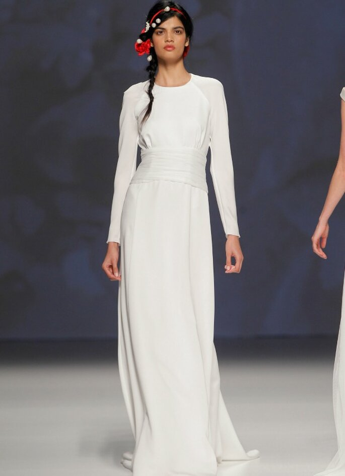 Victorio & Lucchino, collection 2015. Photo: Barcelona Bridal Week