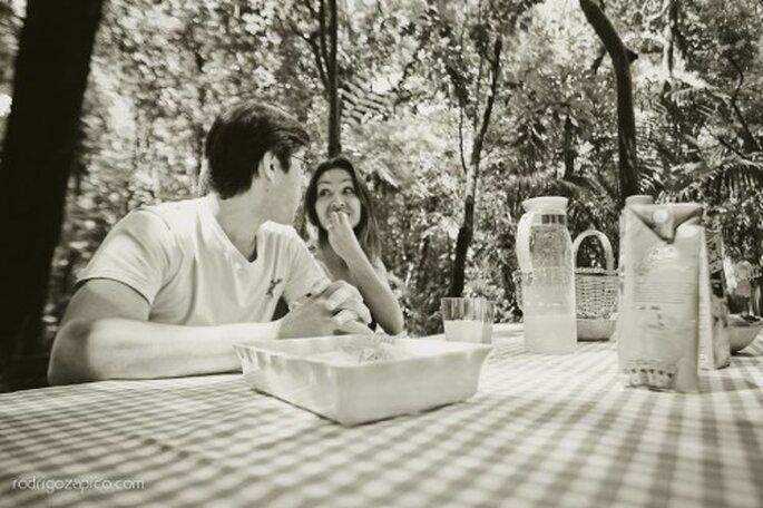 Fotografía casual en pareja durante un picnic. Foto: Rodrigo Zapico