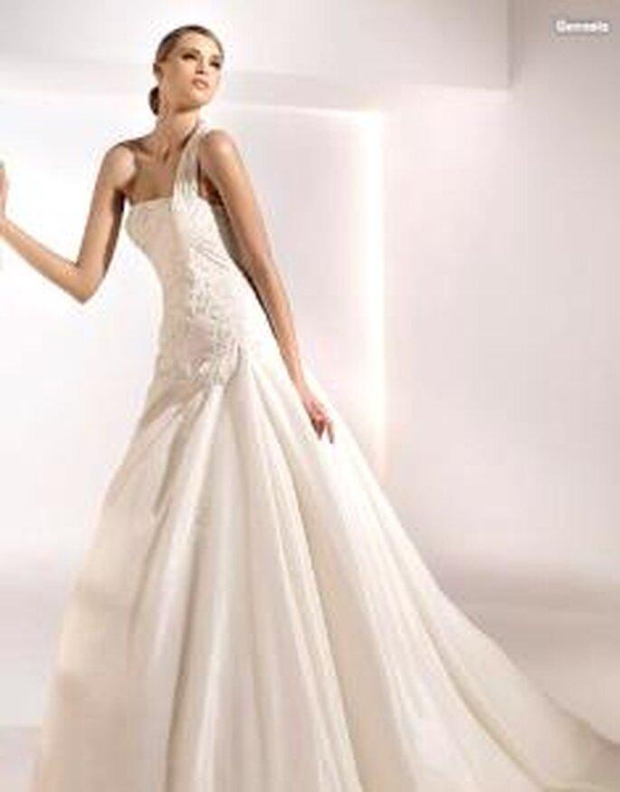 Pronovias 2010 - Génesis, vestido largo en corte princesa, cuerpo en bordado, escote recto transversal