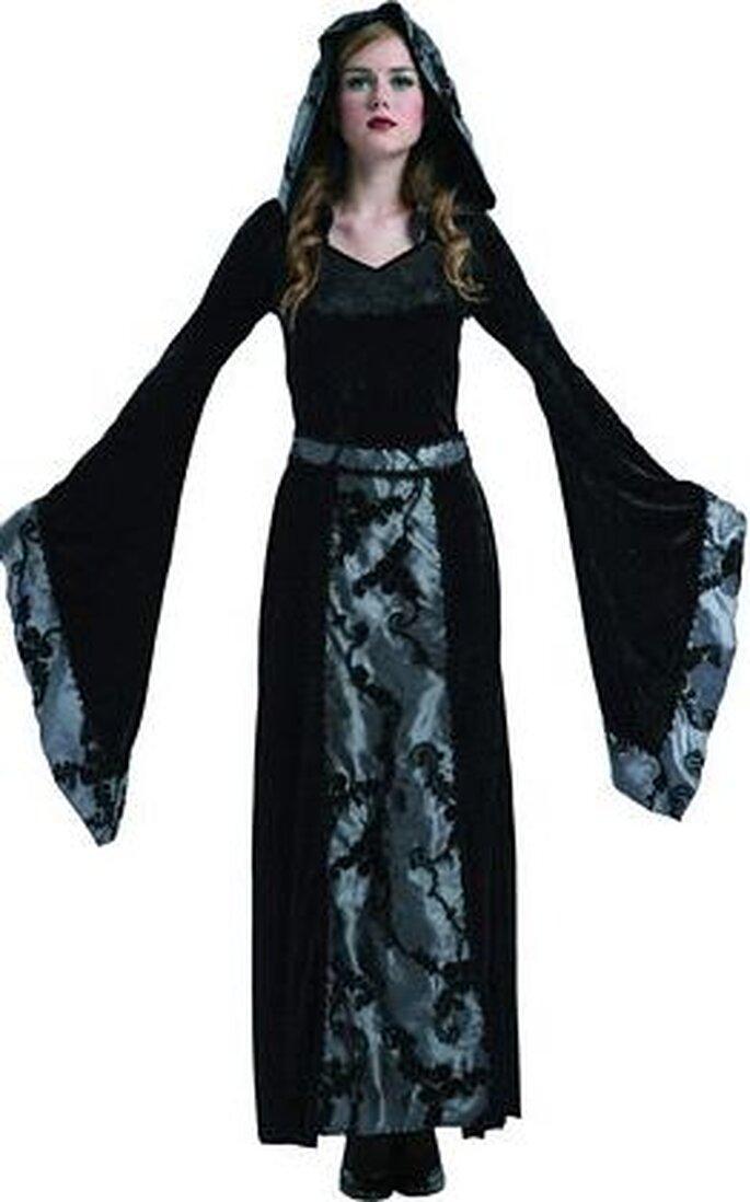 Un disfraz que recuerda a Morticia de Los locos Adams