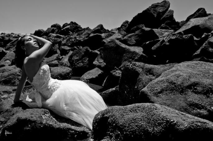 Martha en la sesión de fotos Trash the Dress en San Blas, Nayarit - Foto Flaii