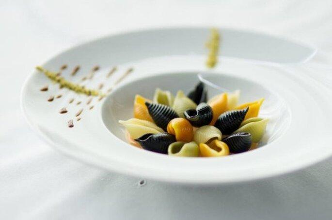 Mini conchinhas coloridas ao molho de coco e camarão. Saint Morit's Buffet & Eventos - Fotos: Henrique Peron Fotografia