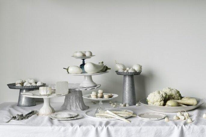 Silber mit Weiß kombiniert sieht edel aus – Foto: bhldn