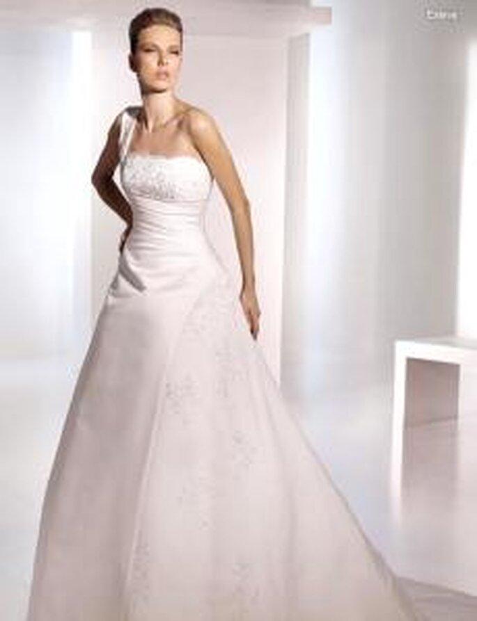 San Patrick 2010 - Eslava, vestido largo de corte princesa, escote transversal con puntilla