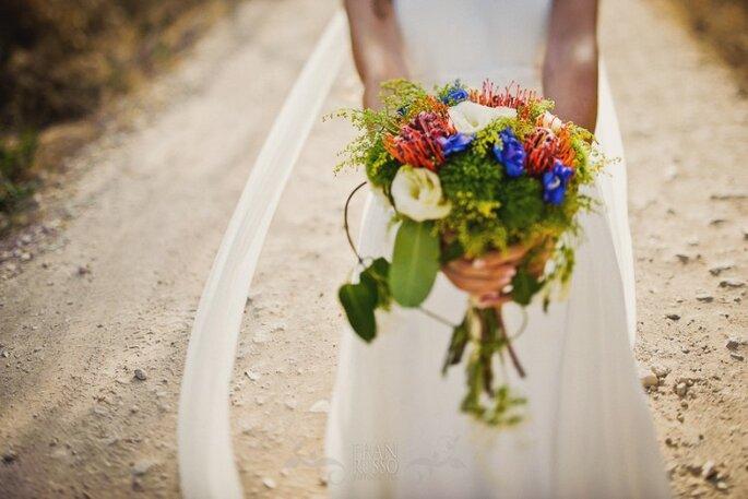 Ramo de novia con variadas flores de colores. Foto: Fran Russo