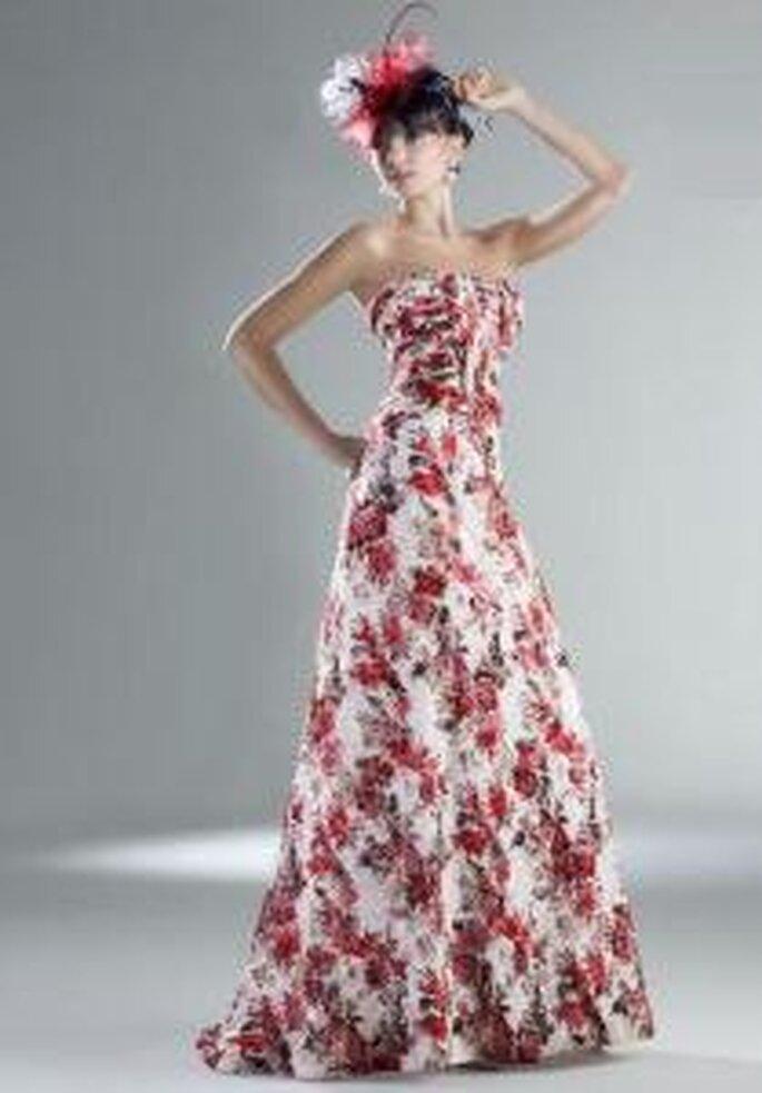 Esther Rodríguez 2009 - Rizo, vestido largo estampado floral, de corte princesa con escote recto