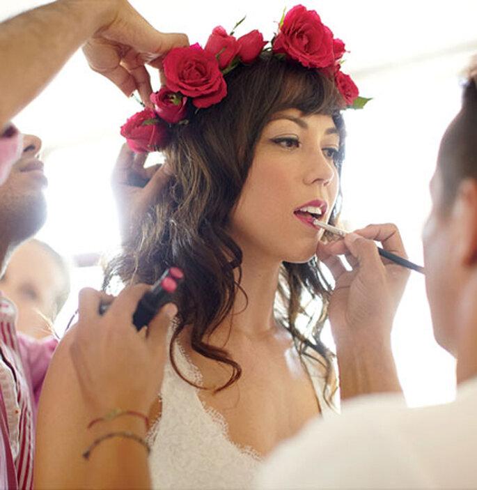 Corona de rosas rojas para novias de moda en 2013 - Foto Thayer Allyson Gowdy en Aisle Say Blog