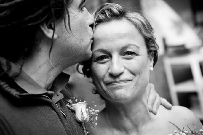 Una imagen muy cariñosa de la novia- Foto: Valentín Gámiz