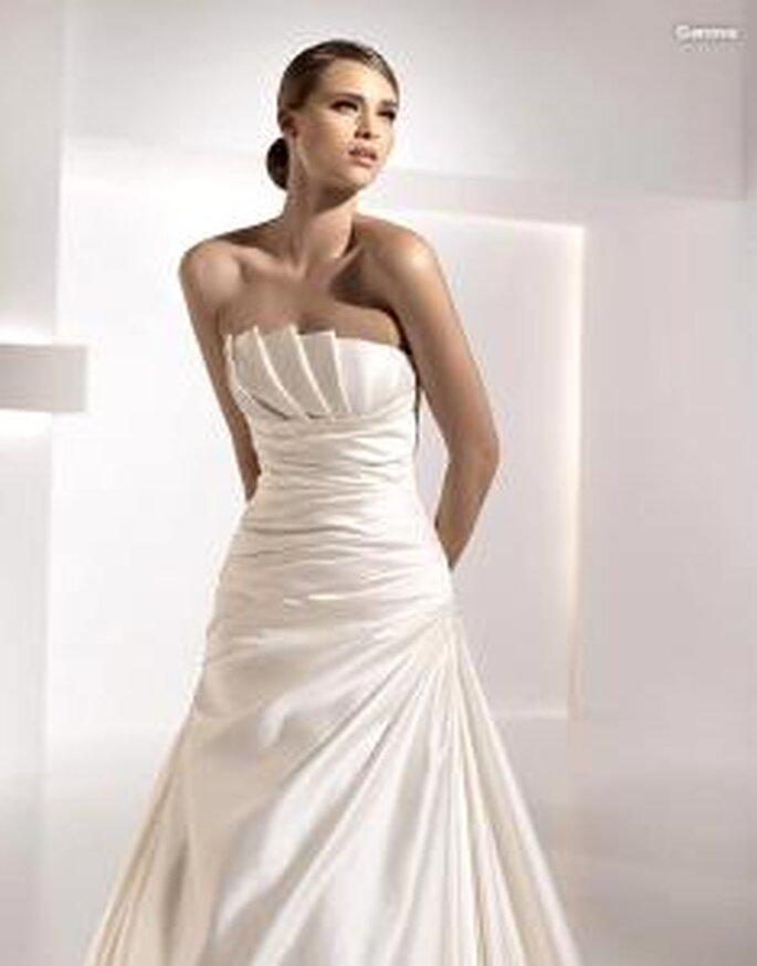 Pronovias 2010 - Genova, vestido largo de corte princesa, escote con pliegues y cuerpo drapeado