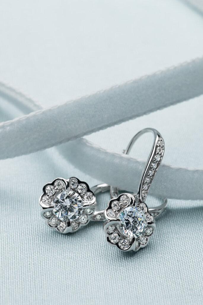 Aretes de diamantes con forma de margarita. Foto: www.moniquelhuillier.com