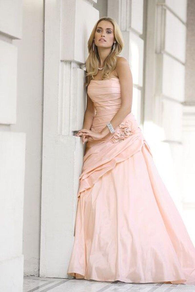 Wunderschönes Hochzeitskleid von Ladybird 2012 - Photo © www.arnoldhenri.com