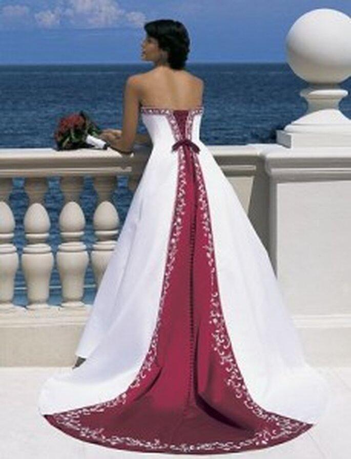 vestido de novia con cola en rojo