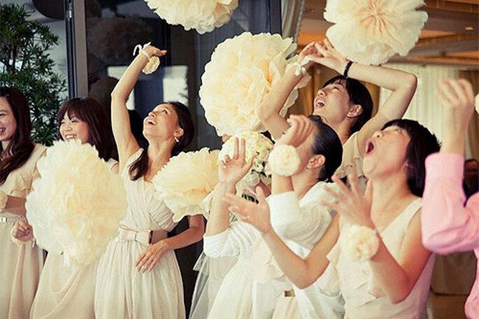 Una idea original para tu boda: haz tus propios pompones de papel. Foto: PomPomFactory