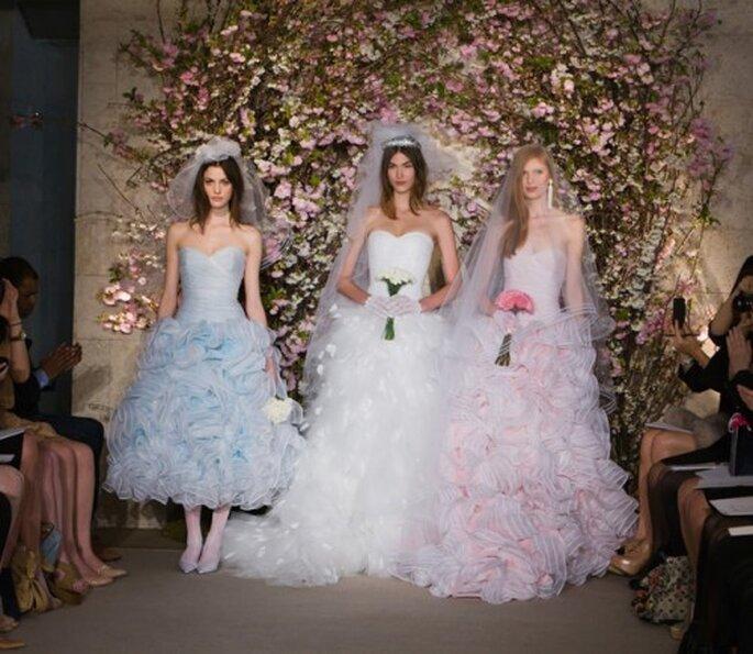 Vestidos de novia en colores pasteles en la colección primavera 2012 de Oscar De La Renta