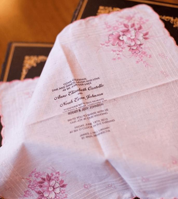 Partecipazioni di nozze stampate su fazzoletto