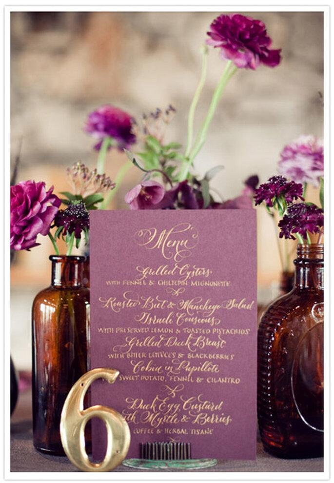 Menú para boda.Caligrafía de Amon Design Studio; Foto de The Nichols Photography.