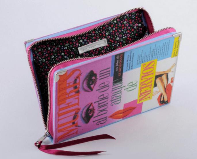 Bolso de fiesta con forma de libro de Almodovar - Foto PS Besitos