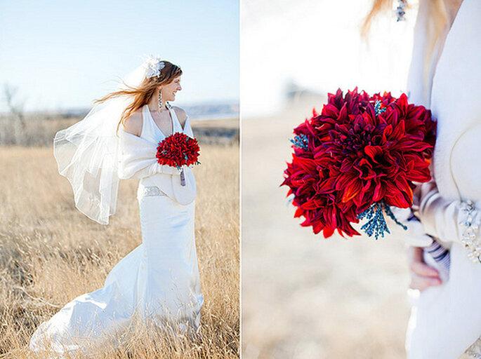 El rojo sigue siendo uno de los colores favoritos de las novias. Foto: Gabriel and Clarins Photography