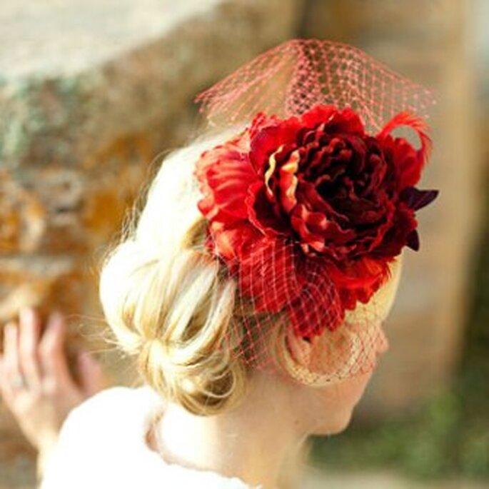 Tocado de novia en rojo
