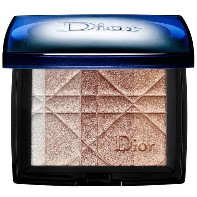 Aplica un poco de brillo en la zona del lagrimal para mejorar tu maquillaje - Foto Dior en Sephora