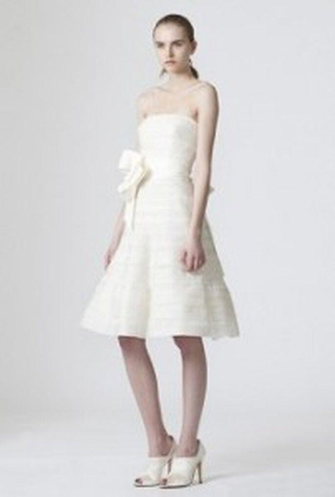 Vera Wang 2010 - Daphne, Robe courte coupe A avec lignes horizontales, bustier