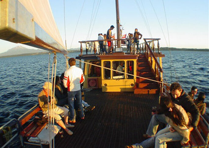 Pasajeros en un recorrido diario a bordo del Capitán Haase.