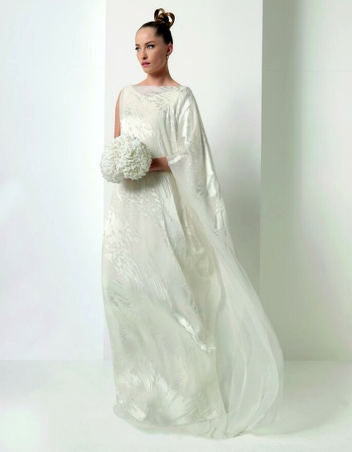 Vestido sencillo y discreto para bodas durante el día. Foto: Jesús del Pozo