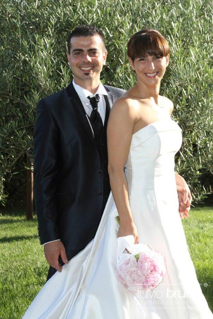 Federica e Alessandro sorridenti nel giorno del loro matrimonio celebrato il 16 luglio 2011. Foto di Fulvio Bruno