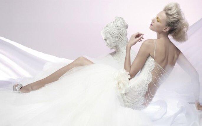 Seduce con la espalda descubierta. Vestido de novia de Chiaradè, colección 2011
