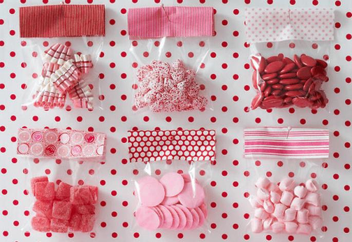 Bolsitas de dulces individuales para la decoración de mesa de postres - Foto Amy Atlas