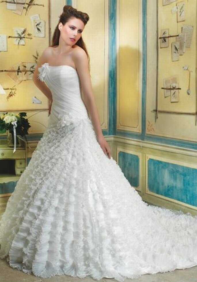 Brautkleid von Divina Sposa DS_122-44 http://www.thesposagroup.com