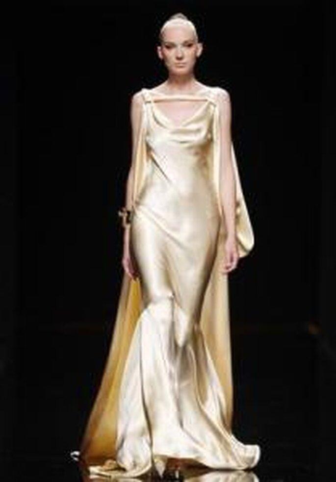 Rosa Clará 2010 - Robe longue en soie brillante, coupe de sirène, à décolleté drapé