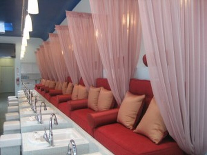 Instalaciones de Deluxe Nail Spa Bar, ubicado en Santa Mónica - California, Estados Unidos