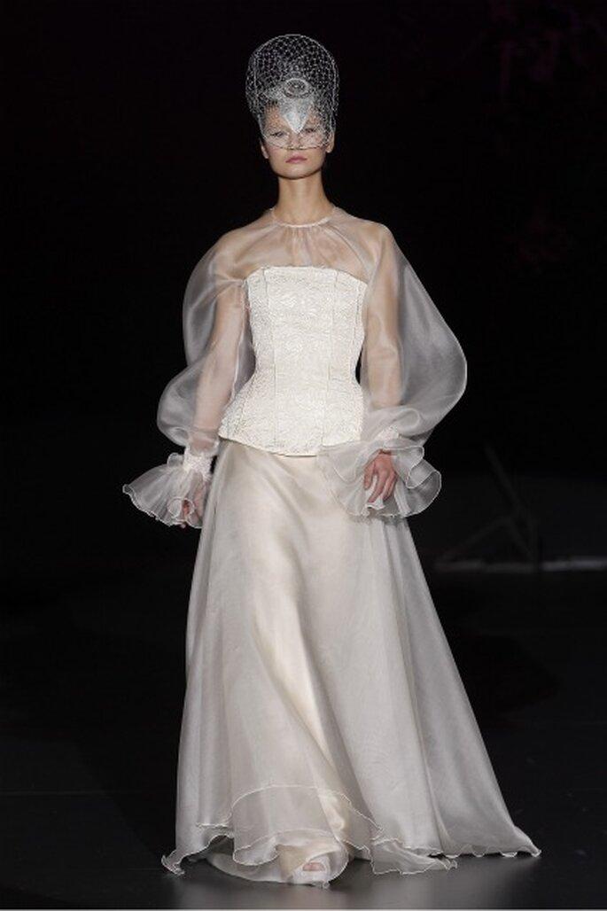 Isabel Zapardiez también utiliza corsés en sus vestidos de novia 2012
