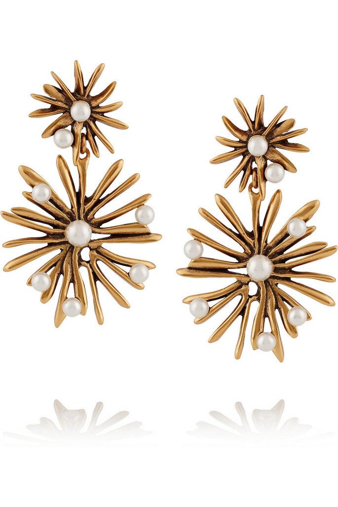 Accesorios en color dorado para una invitada fashionista - Oscar de la Renta en Net a Porter