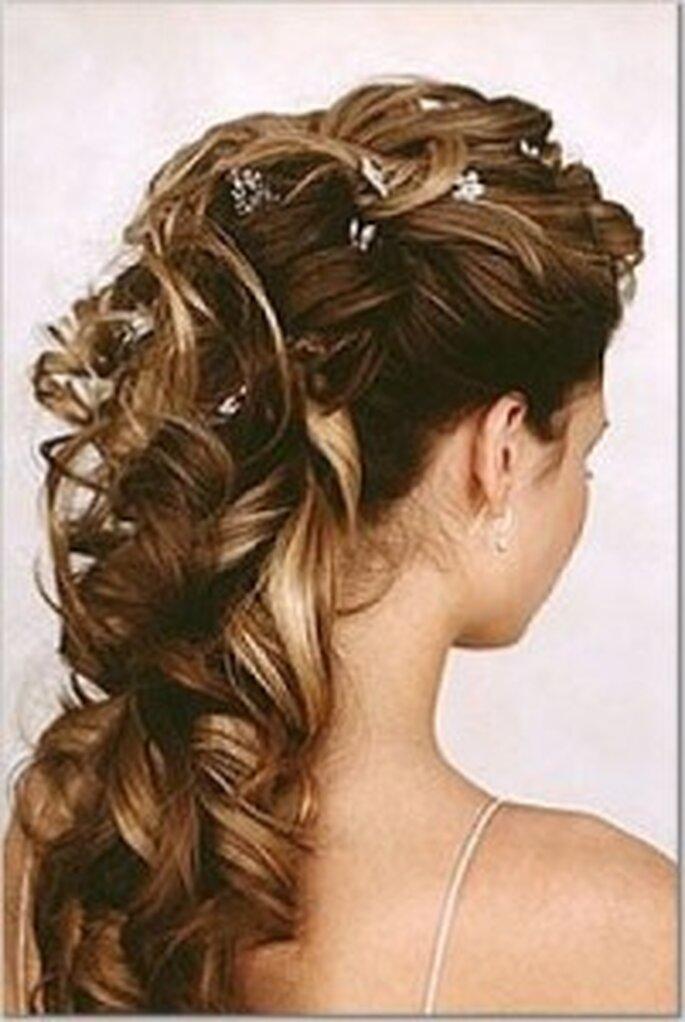 Unos lindos broches darán un toque muy especial a tu peinado