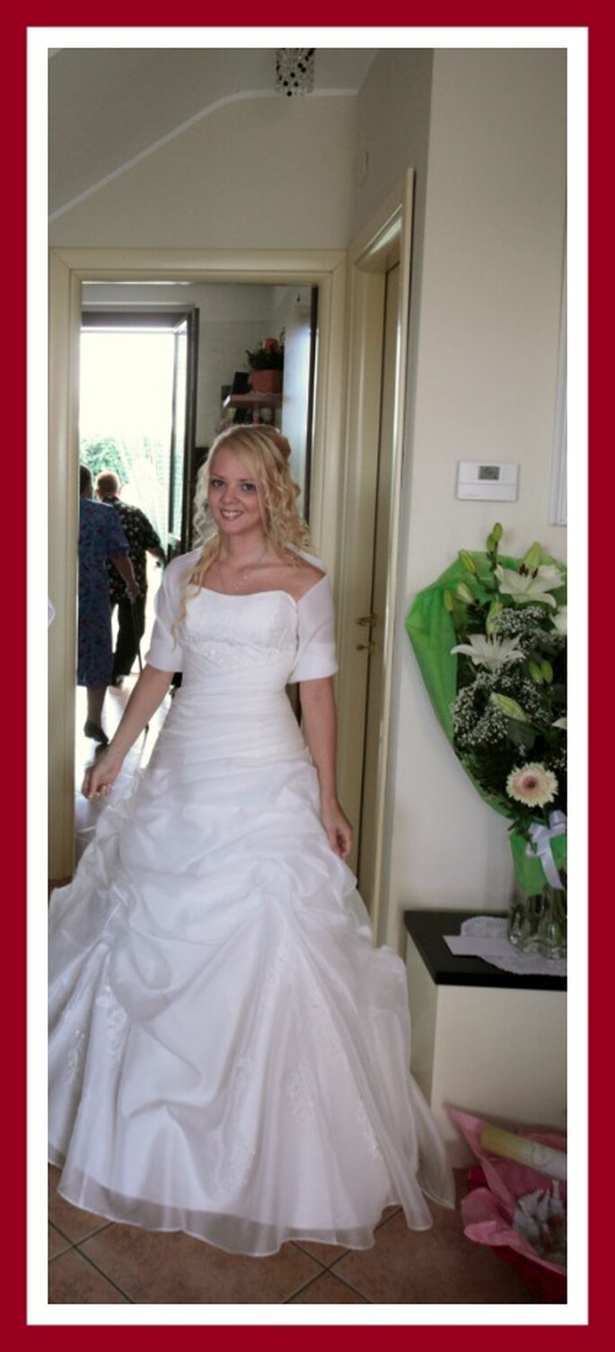 Valeria splendida nel suo abito da sposa. Foto di Renato Donghi
